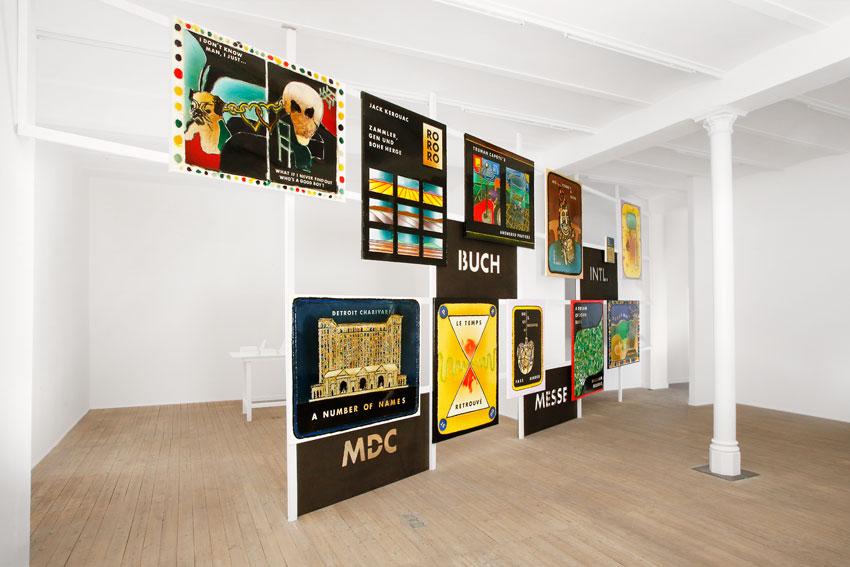 """Die Ausstellung """"M.D.C. (More Dust Covers)/Buchmesse"""" von Thomas Baldischwyler Foto: Galerie Conradi"""