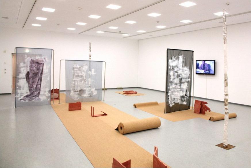 """Gespür für Material: """"Rotierende Interieurs"""", 2012 in der Bundeskunsthalle Bonn Foto: die Künstlerin"""