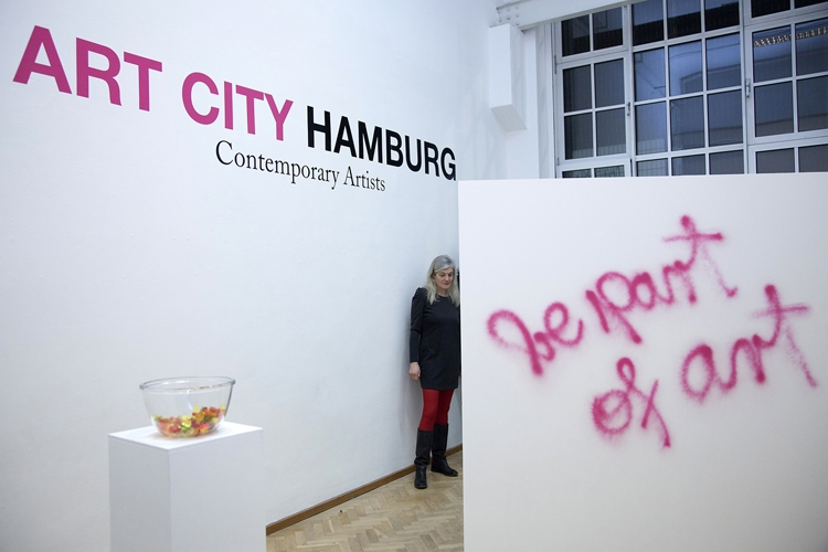 Part of art: Gummibärchen und Selbstironie bei Art City Hamburg Foto: Moritz Herda