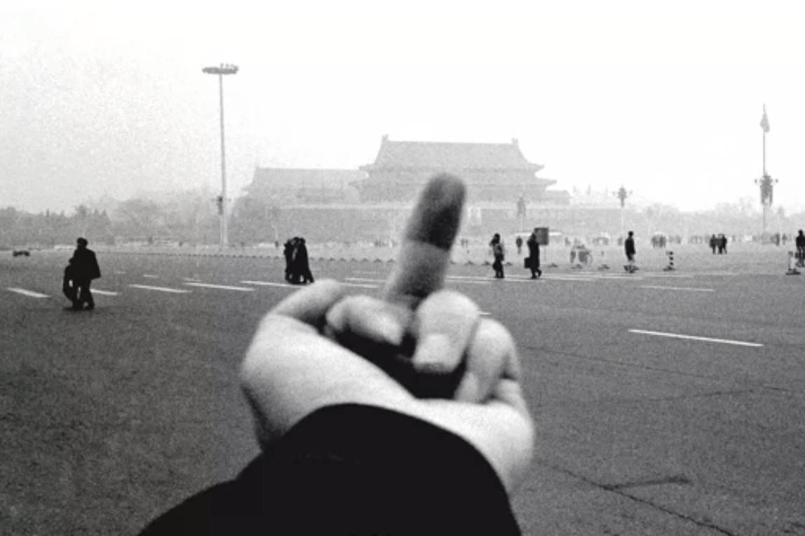 """Beliebt: Künstlerischer Wiederstand am anderen Ende der Welt Foto: Still aus der Dokumentation über Ai Weiwei """"Never sorry"""""""