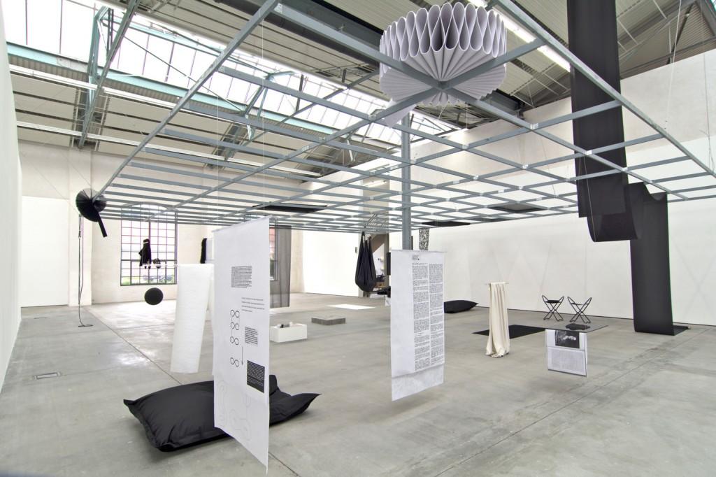 """Katrin Mayer und Eske Schlüters, """"Time to sync or swim"""", Installation mit Audiospur (26 min.), Kunsthalle Lingen 2016, Fotos: Heiko Karn"""