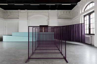"Ruth Buchanan, ""Or, a camera Or, a building Or, a screen"", Ausstellungsansicht, Kunstverein Harburger Bahnhof 2015. Foto: Michael Pfisterer"